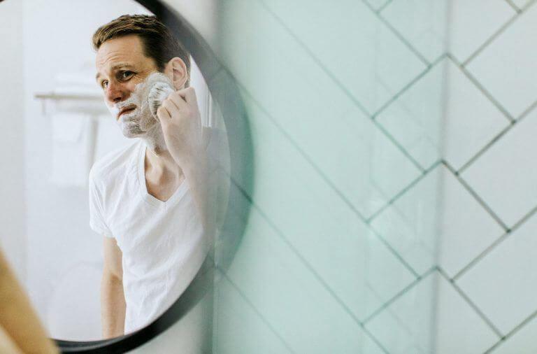 Mand_der_barberer_sig
